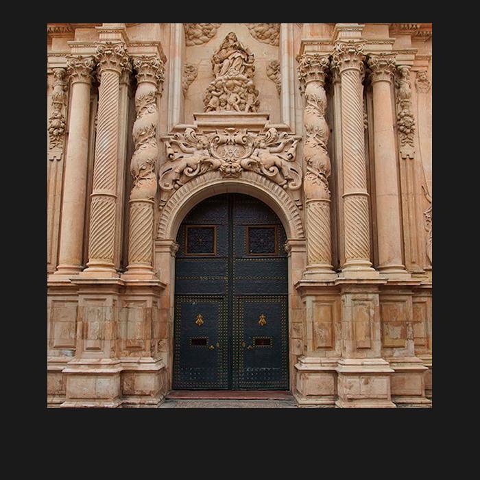 Patrimonio, puertas. Basílica Santa María Elche